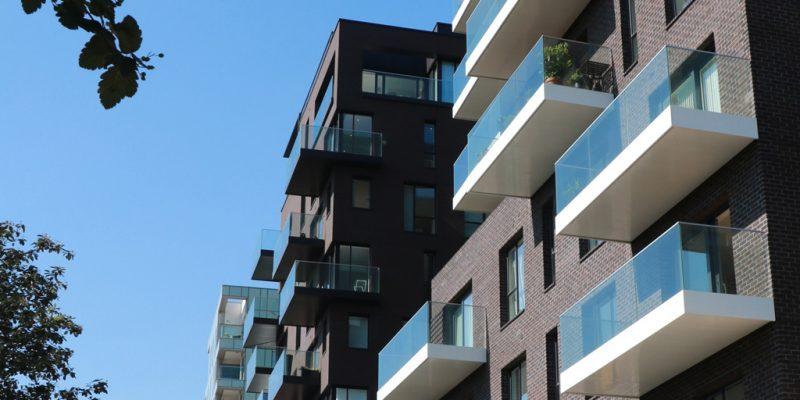 Clear Structrual glass on Greenwich Peninsula balconies